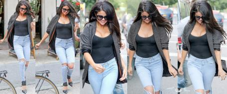 Selena Gomez (1 CO) Empitonada Sin Sujetador, New York 9 Julio 2014