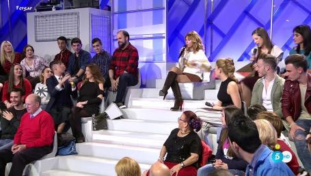 Emma García Video MicroMinifalda Con Botas