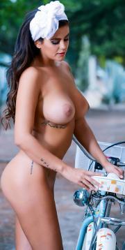Lola Ortiz (MYHYV) Reportaje Desnuda