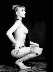 Miriam Benoit Desnuda Con Botas