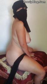Hijab Arab MILF Nude