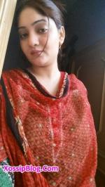Karachi wife showing her big boobs and pussy pics