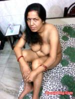 Mature Indian MILF Nude Show