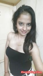 Busty Desi Girl Showing Boobs and Pussy