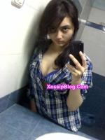 Very Sexy Pakistani Girlfriend Nude Selfie in Bathroom