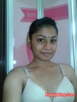 Sexy Desi Girl Showing Boobs and Pussy